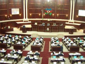 Милли меджлис принял решение о вынесении на референдум Акта о внесению поправок и изменений в Конституцию